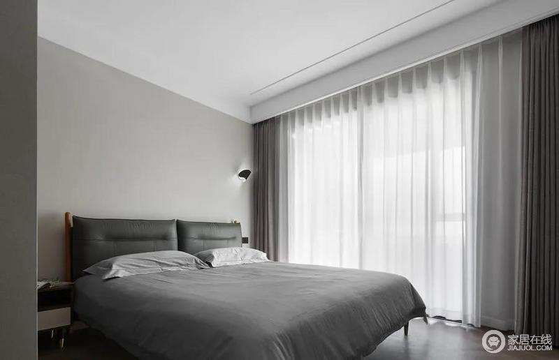 次卧的设计更为简约,巧用不同层次的灰色,打造精致现代主义,享受舒适温馨睡眠。