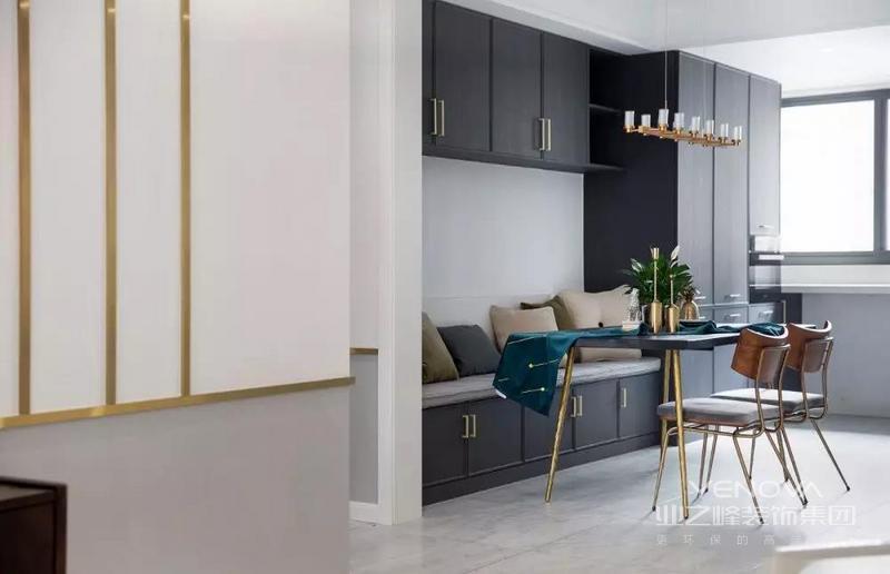 墙面采用灰白分色的设计,嵌金属条,适量的轻奢感让空间氛围更为灵动。