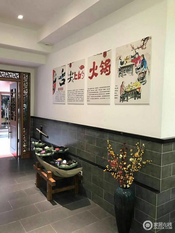 这是进入火锅店的入口,入口处的风水摆件,水流的方向是往店里面的,表现出了财运往店里面来。上面的背景墙描述了火锅的由来。