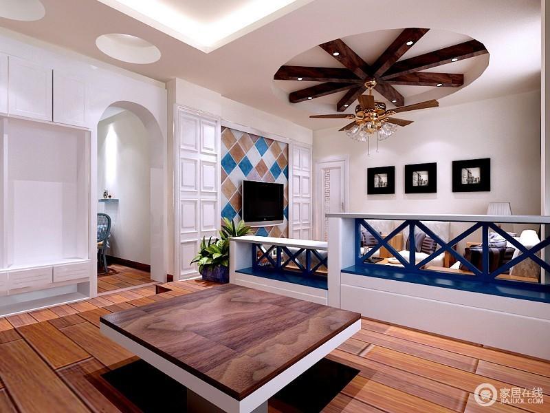 圆形的吊顶及装饰切分出天花板的美感,拱形门洞让墙面富有律动的韵味;设计师巧妙的将悬挂式壁柜与电视墙的护墙板组合,打造出与众不同的空间设计感。