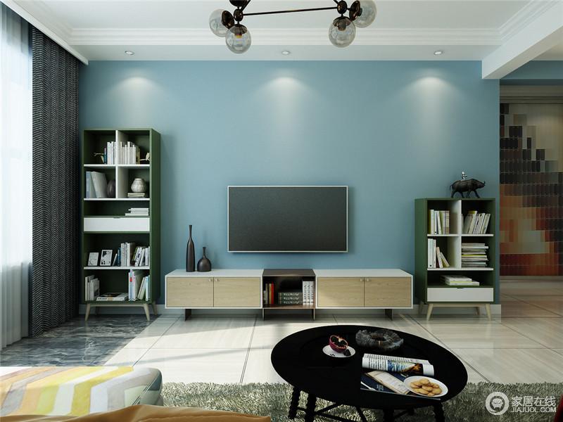 北欧风向来以简约为主,各式简单线条设计的装饰,简约之气,溢于言表。蓝色与白木的结合,电视,窗帘,茶几的黑色运用,使空间层次分明。
