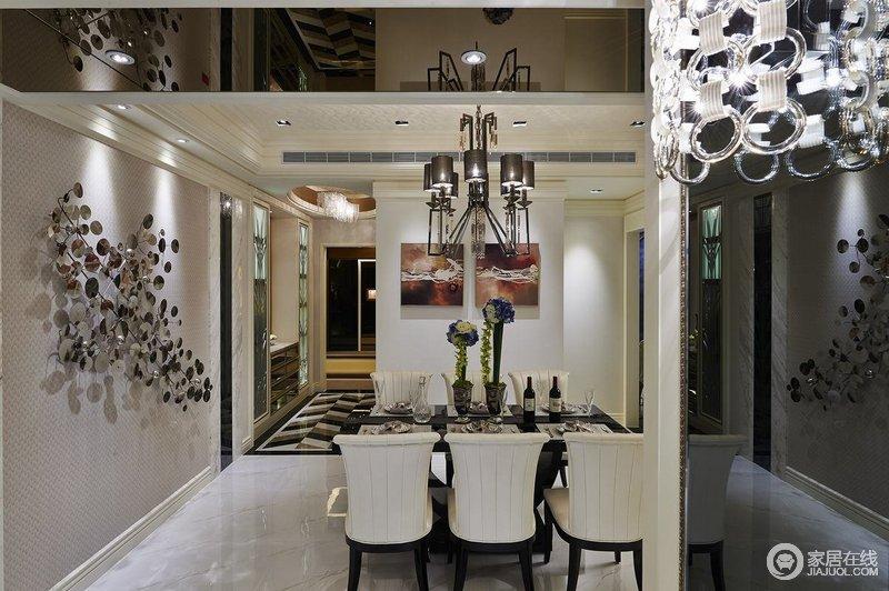 讲求风格,在造型设计时不是仿古,也不是复古,而是追求神似,餐厅以金属装饰搭配吊灯彰显厚重;古典家具组合让就餐也变得颇有格调。