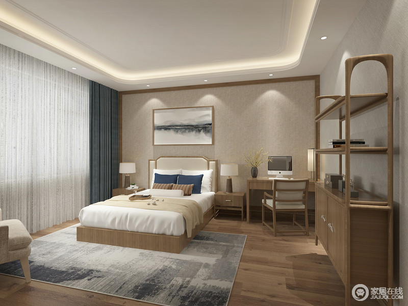 主卧室在空间的布置上,注重实用性的设计,原木边柜高低错落的陈列,视觉上既有着节奏感又不乏功能性,大面积木色也带来返璞归真感;双人床白色中一抹深蓝,与窗帘层次呼应,并与墙画和地毯的水墨,制造出朴风柔淡的清隽幽雅。