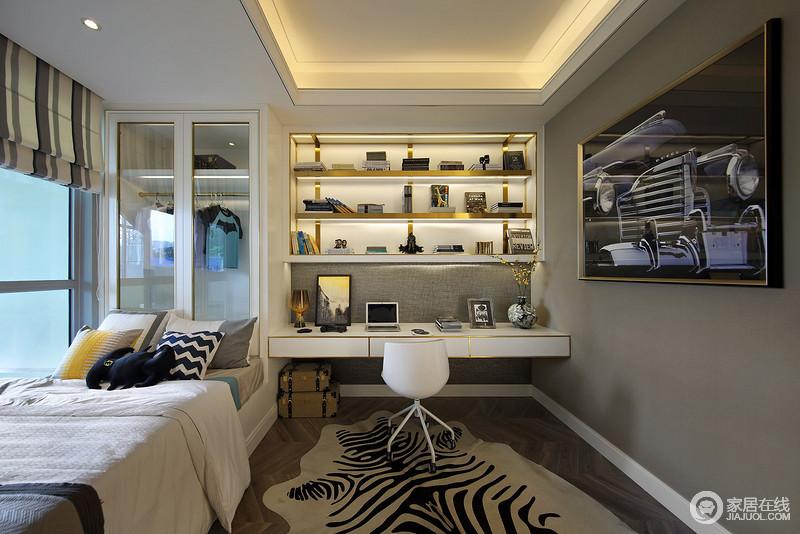 儿童房搭配了活泼的配饰温暖的木色地板来调和深灰色的墙面,缓解沉重;白色衣柜搭配定制得悬挂式书柜,让生活极为舒适。
