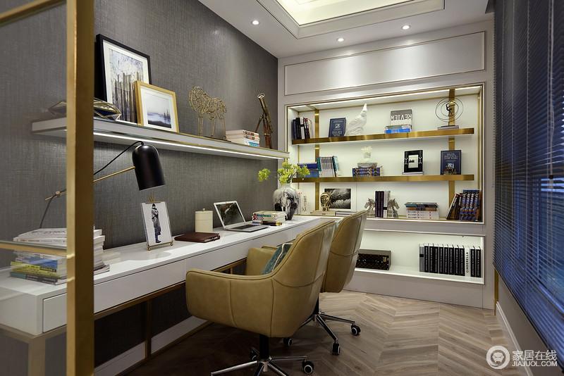 书房舒适时尚的座椅,两人同时看电脑看书也不打扰,灰色的墙面搭配白色的书架,让储存也成为变得简单了不少。