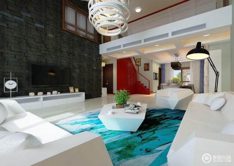 空间开放式的结构让人十分放松,走廊的吊顶做到自然分区,为家带来区域感;黑色背景墙的凹凸造型带来现代艺术,与圈形吊灯、家具上演黑白之美,蓝色地毯的点缀,增添了一份海的清雅。