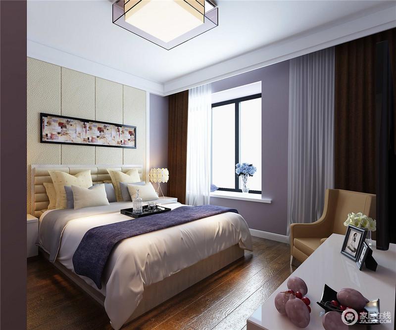 空间大胆用紫色铺展,营造出卧室神秘静美的气质,搭配米黄色的床头软包和靠包布艺,棕咖和纯白窗帘搭配,空间在多色彩的演绎中,流露出细腻内敛的成熟优雅气质。
