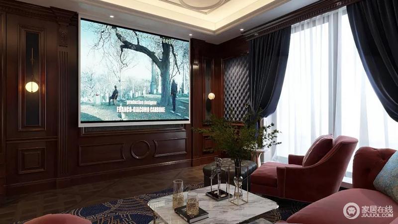影音室面积比较大,配合整体效果,墙面设计墙板来增加整体的围合感,凹凸性的设计更显设计感; 整体深浅对比颜色互补,通过家具及软装的搭配使空间更加饱满也更有生活的味道,藏蓝色窗帘和酒红色沙发搭配,更显几分贵气。