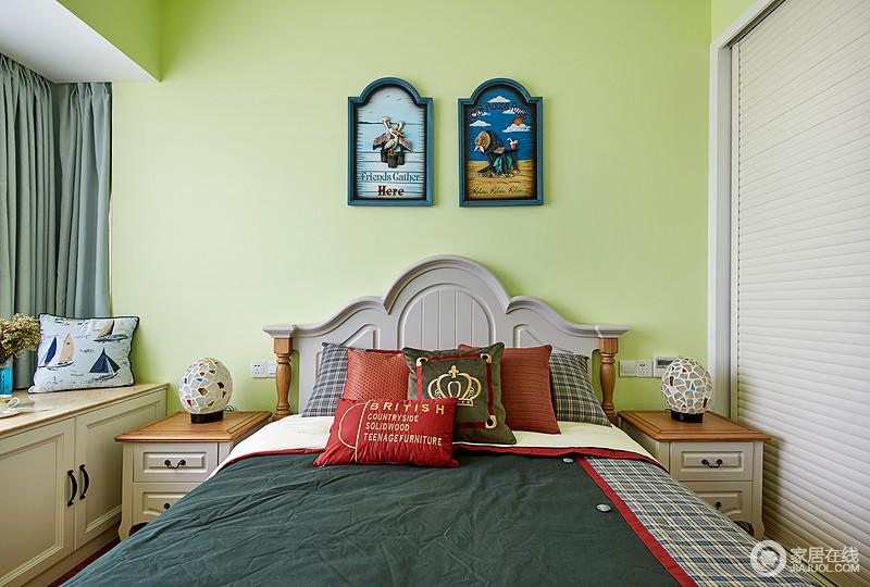 次卧是给小孩子居住的,采用了活泼的嫩绿色,新鲜活力,充满了自然的味道;格纹与床品的点缀让空间多了大气,床头柜和挂画成双成对,满是雅致与温馨。