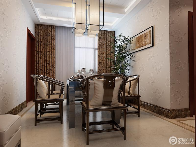餐厅内的中式圈椅奠定了空间的东方之魂,厚实而具有形质之美,新中式的矩形吊灯中和着空间挑高,搭配绿植和挂画,营造了一份足够惬意的用餐环境。