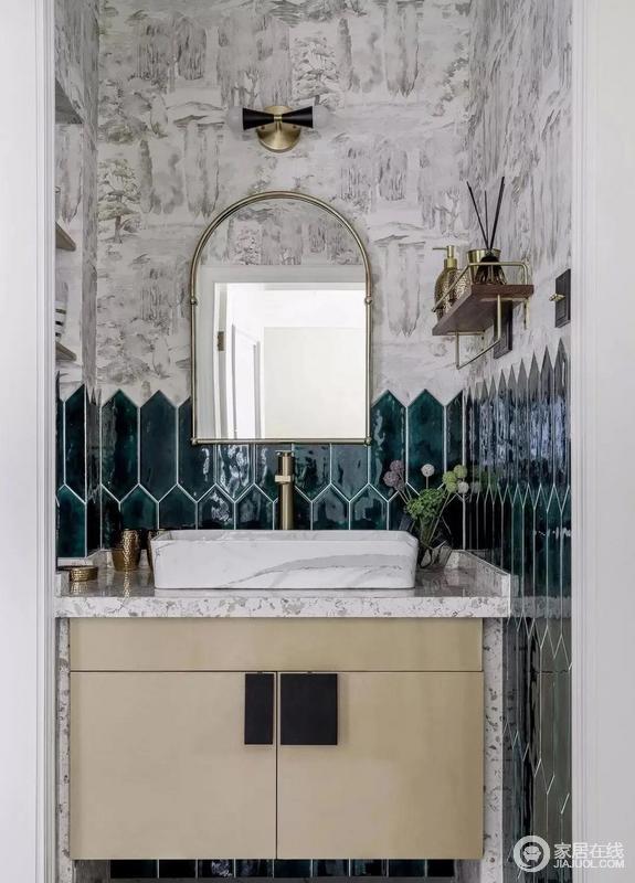 卫生间干湿分离,洗漱柜材质跟餐边吊柜统一,墙砖选用六边形小长砖,贴到1250mm高度,砖石的绿色光泽令整个盥洗区干净清新,上方墙纸装饰,层次感更加强烈,搭配现代感十足的盥洗柜,成就了空间的现代古典艺术。