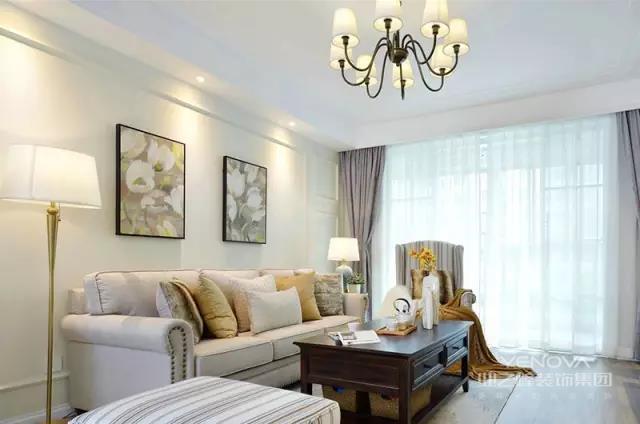 现代美式风格,追求华丽、高雅的古典风格。居室色彩主调为白色。家具为古典弯腿式,家具、门、窗漆成白色。擅用各种花饰、丰富的木线变化、富丽的窗帘帷幄是西式传统室内装饰的固定模式,空间环境多表现出华美、富丽、浪漫的气氛。假如你还是不太懂,小编为介绍不同空间的现代美式风格设计说明,看完相信你会有所收获。