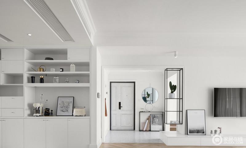 每个物品的挑选、陈设、使用,都展现了主人对生活的热爱,门厅链接着客厅,但是,通过花架起到简单的分隔,而入口区的圆镜和落置在地上的画作等软装饰品的搭配,让整个空间如一幅画,层次分明,线条合理之中,透着北欧的朴质。