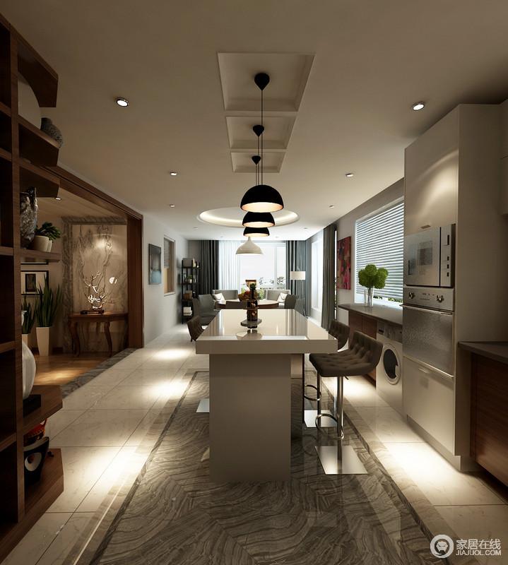 休闲吧台与餐厅在格调上展现出的现代感,与客厅略带复古蕴味的古典,形成风格上的层次变换,和谐又富韵律;设计师巧妙的安排着空间,在休闲中不乏实用功能的设计;酒柜与橱柜相连,家电内嵌入墙,空间规整有序。