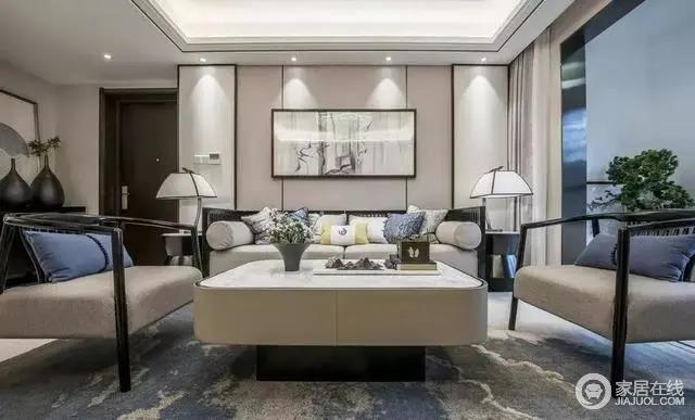 客厅以硬包+黑色线条的沙发背景墙,布置现代中式的沙发,让空间氛围充满端庄舒适的氛围感,给人以轻盈舒适的舒适气息。