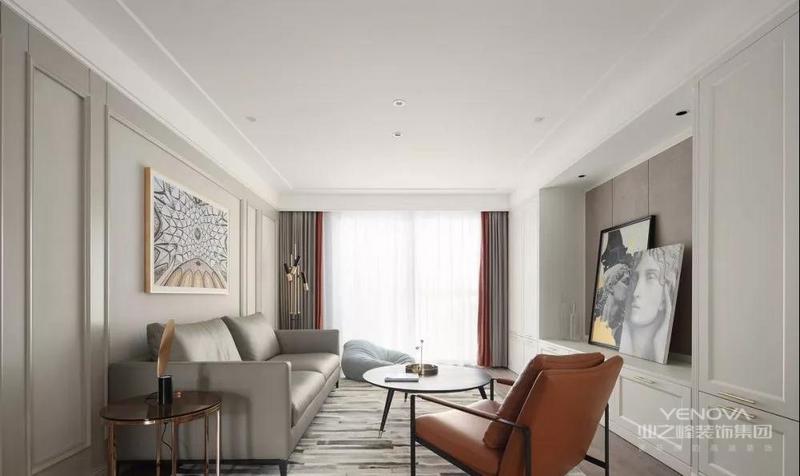 客厅选用柔和的灰色系 呈现高级的内敛的质感 两旁的挂画 散发满满的轻奢气息