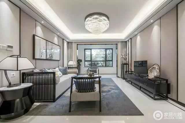 电视墙与沙发墙类似的硬包背景,布置黑色的中式实木电视柜,电视柜旁边还有花架摆设,结合雅致的地毯布置,让客厅充满舒适禅意的档次。