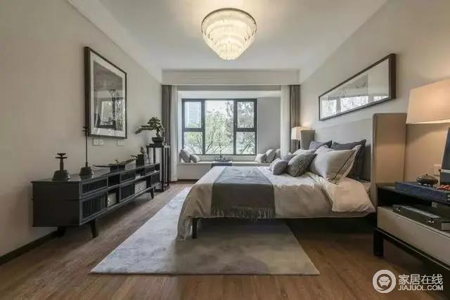 卧室空间现代简约的低饱和度空间,布置现代舒适的家居软装,皮质靠背的床铺,让睡眠氛围显得雅致而情趣。