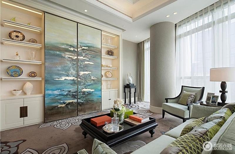 休息室中豆绿色的沙发浇灌着空间,满是生机,置物柜将各式精美别致的餐盘及摆饰展示出来,作为空间的展陈艺术品,实为雅致;油画装饰着推拉门,唯美中将空间打造得尤为人性。