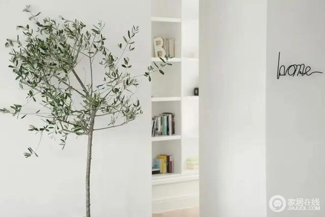 绿植与边几等小装饰,也使得空间充满自然清新的气息。