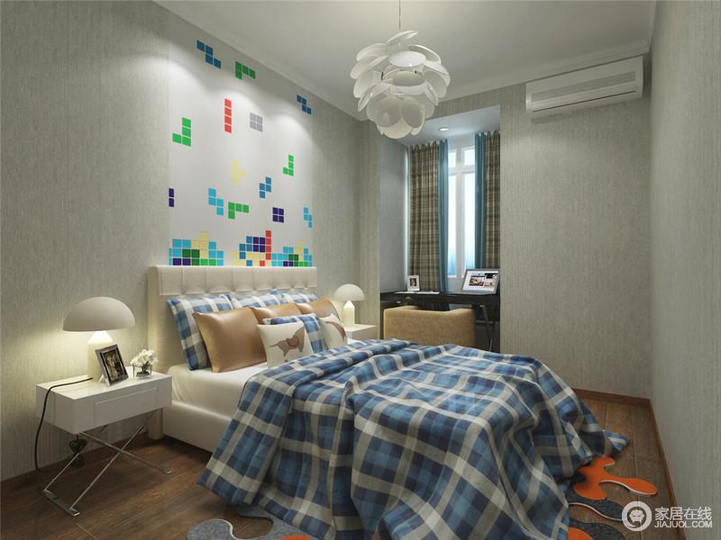 俄罗斯方块游戏壁纸、蓝色格纹的织物,素简的蘑菇灯等元素衬托出男孩子的性格及爱好。墙面壁纸也选择素淡的清灰色,有利于塑造男孩子爽快的性情。利用窗户位置摆上写字台,合理规划了空间。