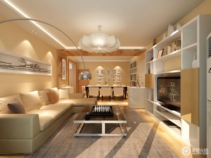 客厅开放式的设计,与餐厅一气呵成,而灰色地毯与驼色沙发以色彩层次成就空间大气;白色花形吊灯与黑色玻璃面茶几以黑白,表达现代设计的大气,与黑白画作结合,装点出几分摩登。
