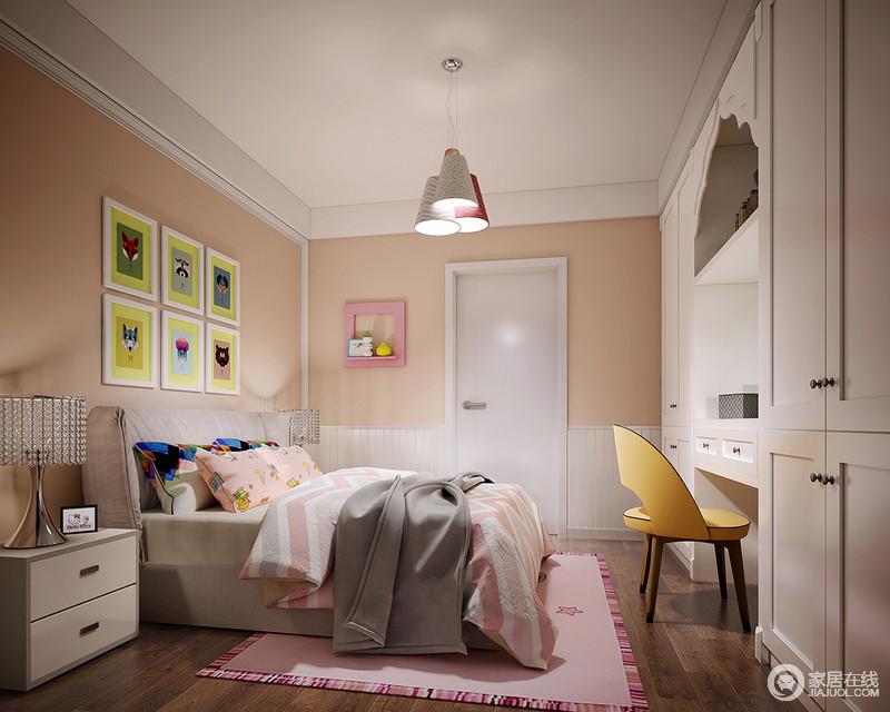 明媚活泼的色彩带来愉悦、欢快的情绪,适合宝宝营造开放、活力的性格。墙面采用拼接形式,衣柜与书桌一体式结合,在动物画作及甜美卡通床品的构筑下,空间充满甜蜜浪漫梦幻。