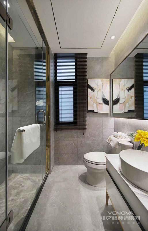 卫生间以灰白的石纹瓷砖为主体,令卫生间显得更加干净整洁,内部空间纹理和谐而淡雅。