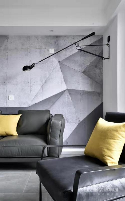 墨绿色的沙发,黑色的铁艺壁灯,将现代风格体现的淋漓尽致