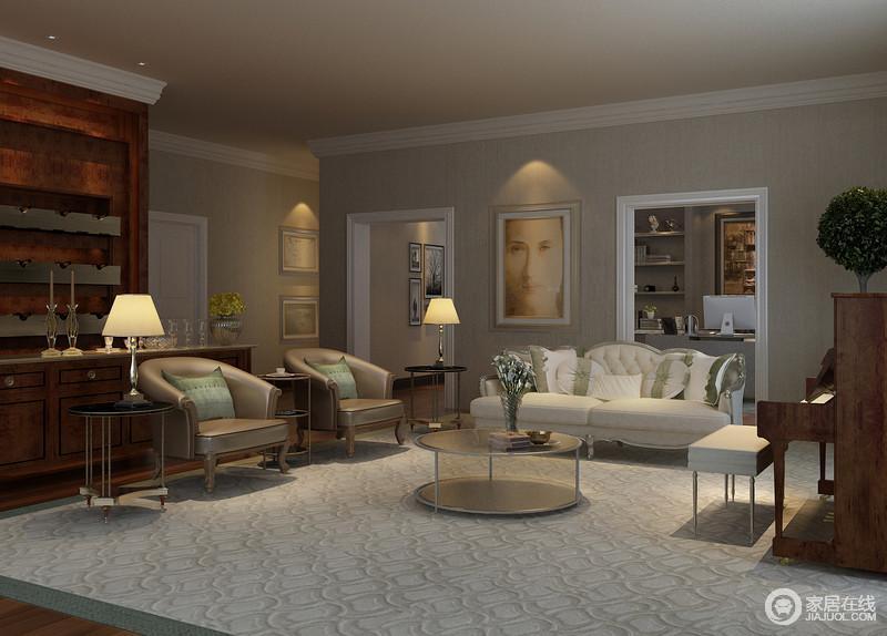 墙面的结构一改欧式富丽而繁复的造型,以平淡和清调为主,浅驼色壁纸因为灰白色的几何地毯而明亮;白色简欧布艺沙发调和了皮质单人椅的轻奢华,与简单的圆形茶几和边柜形成古典儒雅和现代时髦。