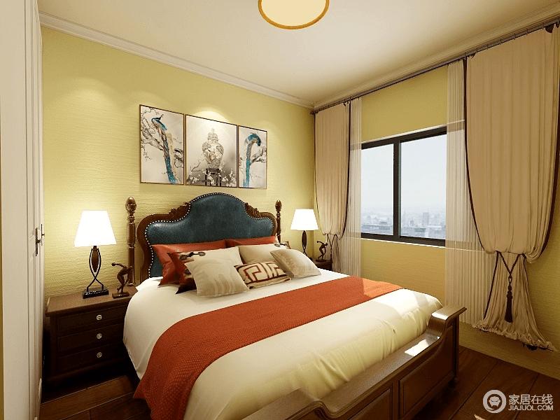 卧室采用米黄色营造,释放出的温馨感带来舒适性,配着原木墨绿皮质双人床和橘白相间的床品,空间被诠释的活力十足。