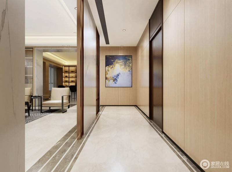 走廊巧妙地利用玻璃格栅划分了空间,刚好与灰色砖线构成直角;墙面被原木板材所包裹,无形中多了和暖的气息,挂画的点缀也是让空间有了艺术感。