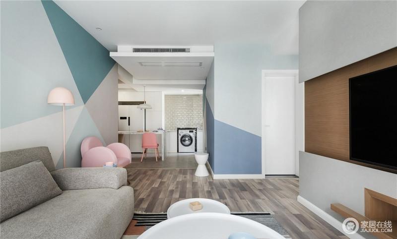 各种各式的粉色、蓝色和绿色拼接的几何设计,让空间颇为青春;原木地板的朴实加深了空间的北欧气息,让生活更有空间感,无拘无束。