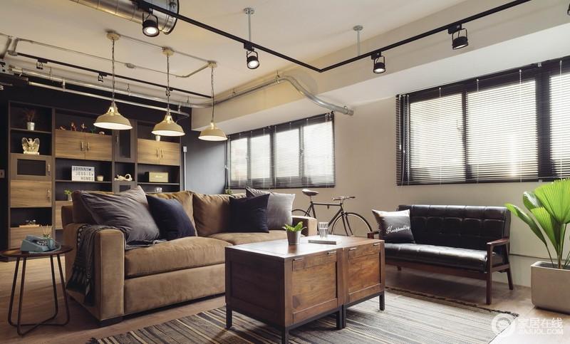 洗尽一天的铅华,舒适的客厅是维系感情的重地,咖色沙发搭配原木柜式茶几,具有厚重的生活气息。