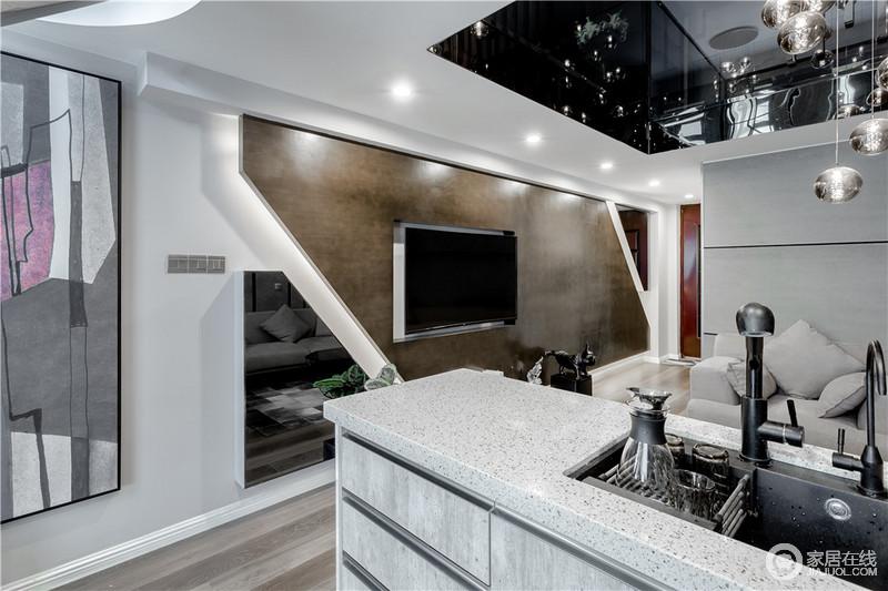 客厅的电视背景墙以整块褐色板材和石膏来构建几何效果,立体之中让空间多了动律;镜面悬挂收纳柜增加收纳之余,也解决了背景墙难设计的问题。