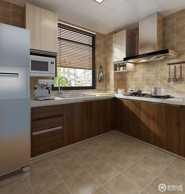 厨房以土黄色的地砖铺贴立面,并以美缝剂更突显出几何立体,褐色实木橱柜与之搭配,朴质而深沉;L形的设计以动线来调节行为方式,让主人在烹饪的时候,可以多人协作。