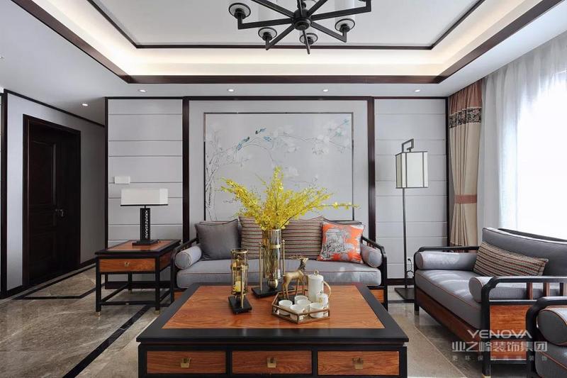 浅灰色客厅沙发,搭配中式吊灯,中庸、雅致。