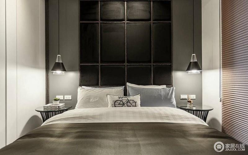 卧室选用的是黑白配色,现代感十足;对称的床头灯映照下,营造空间的宁静休憩氛围。