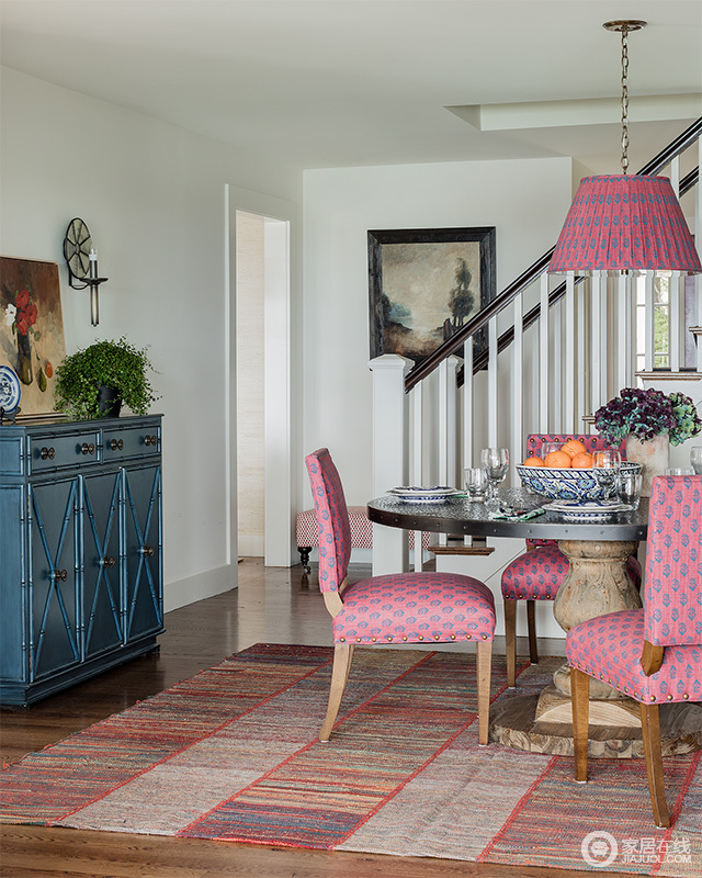 宽大,厚重的家具也是欧式风格中必要的元素