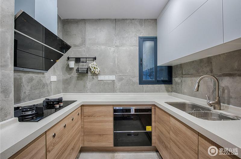 厨房设计让整个空间具有北欧的格调,原木橱柜搭配灰色水泥砖,既具有原始格调,又解决了生活上的收纳问题。