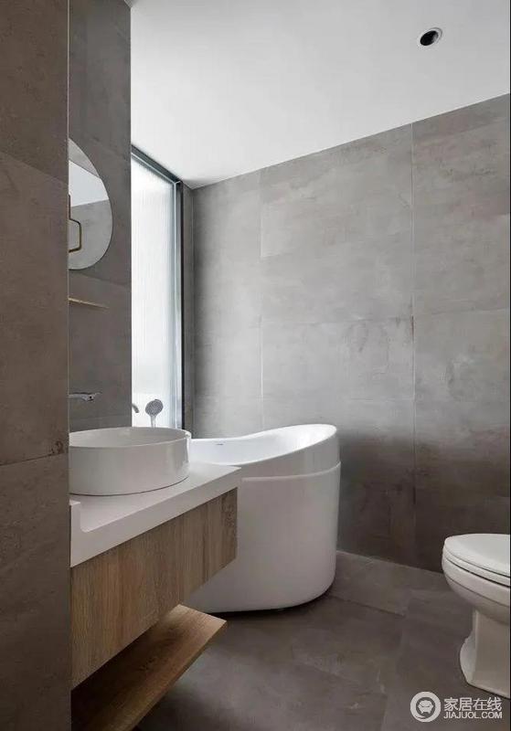卫生间放置了日式小浴缸,小小的浴室柜也做到了开放隔板和抽屉柜的结合,简单之中尽显实用;水泥灰的格调虽然显得有点冷清,却在灰白之间,找到一种平衡。