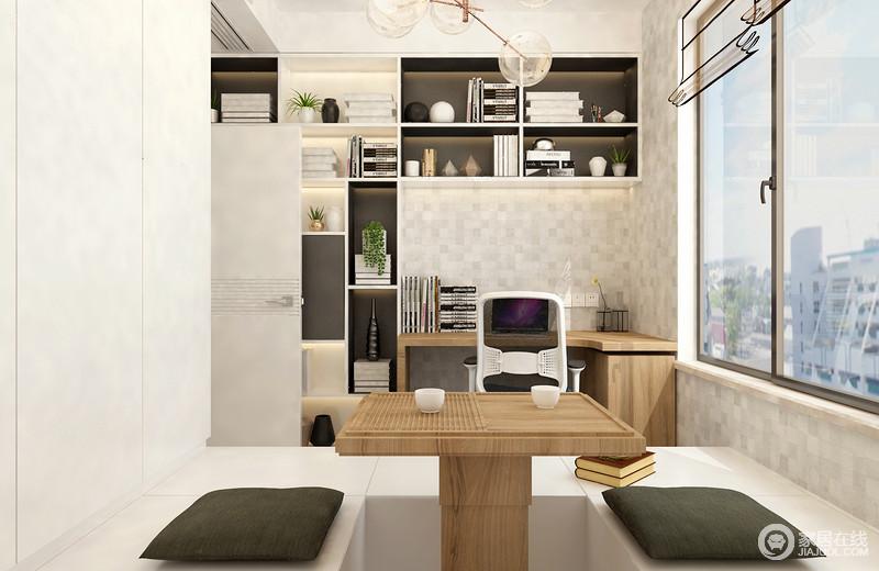 一个舒适静谧的阅读空间,加上充足的光线,十分轻松舒适;书房利用榻榻米形式增加多功能性,L型书架与书桌结合,学习区简约实用。