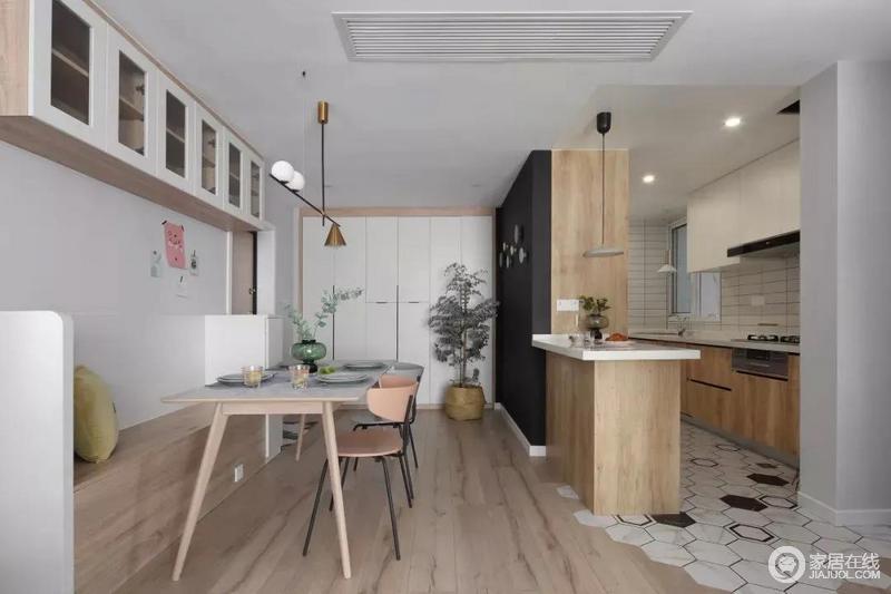 餐厅以木色的卡座搭配北欧彩色餐椅,与舒适的布置,呈现出一个娴雅轻松的用餐仪式感;吊柜的实用与金属灯具的质感碰撞出空间的另一种美学。