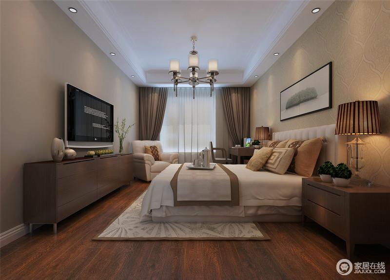 驼色带来的知性稳重,营造了卧室的温暖恬静,加上木质材质的朴实自然,空间充满着柔和的气质;床品、地毯及座椅,则选用灰白色调搭配,对于空间起到提亮作用;整体空间静谧安宁,诠释出舒服的休憩环境。