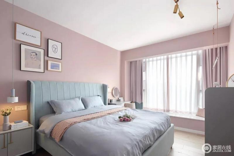 卧室在粉色调的空间下,搭配灰蓝的软质布艺床,给人以浪漫闲适的轻松感。床头侧边的梳妆台,搭配圆镜与床头壁灯,也为主人提供了一个浪漫轻松的梳妆打扮小角落。