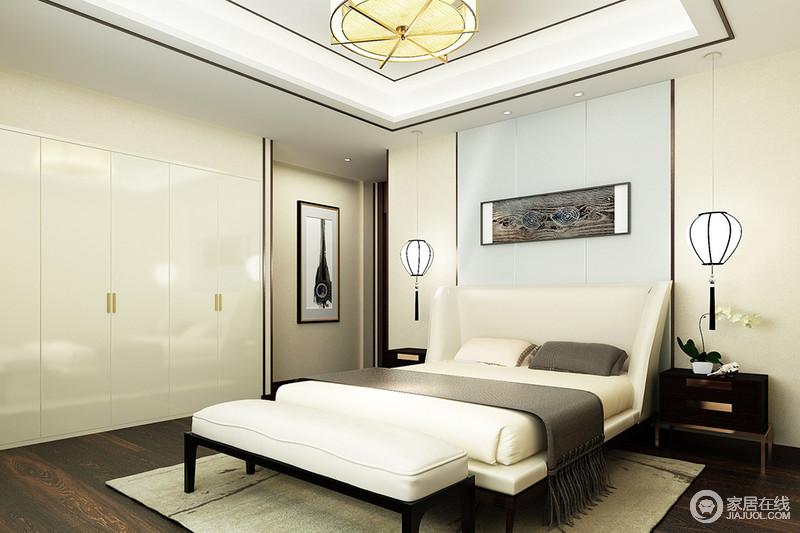 空间的线条十分简洁利落,背景墙与衣柜选择同样的材质,却以蓝白变化出清新;新中式挂式台灯搭配时髦精致地床头柜,对称与对比中,奠定家的和谐;白色的床品搭配床尾凳显得格外干净舒适,驼色地毯与灰色毛毯以内敛塑造温和舒适。