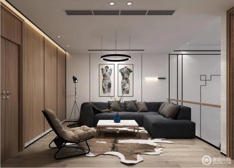 二楼的空间被设计成了休息室,墙面借苏州园林和京城民宅的黑、白、灰色为基调勾勒一种线性之美,旗袍挂画的东方美学提升了整个空间的新韵;灰色布艺沙发与家具组合充满了现代气息,可以说成就了空间的新雅古韵。