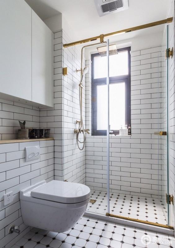 卫生间被设计成了干湿分离,但是,统一铺贴了文化方砖,平整之中,张扬几何艺术;抽水箱做在墙壁里,利用上方空间做了简约的置物柜,让生活更为利落。