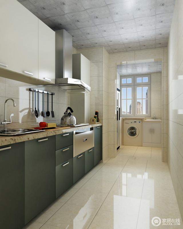 厨房一字型格局,增加了空间感,也让操作更为流畅;整个空间以米白色为主,而厨柜的黑色与之形成反差,却让主人的烹饪时光更为愉悦。