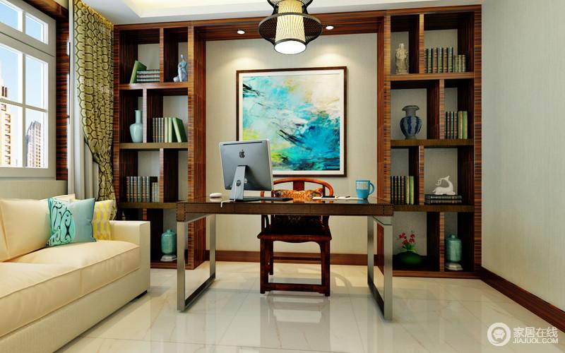 书房以东方元素为主,中式几何书柜搭配画作,渲染着文艺气息,柜内的器物奠定了文化的厚重,与中式圈椅和现代书桌组合出了新文艺;米色沙发搭配绿色窗帘,为空间带来了色彩美学,也带来不少活力和新鲜。